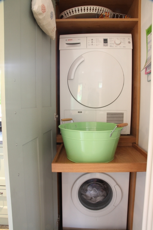 Bespoke kitchens holme tree leicestershire for Kitchen cabinet washing machine