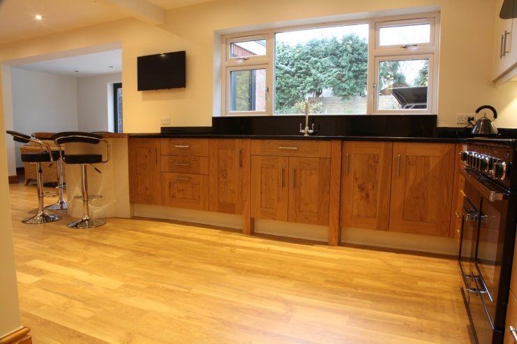 Modern plant on kitchens leicester bespoke kitchens for Bespoke kitchen design nottingham