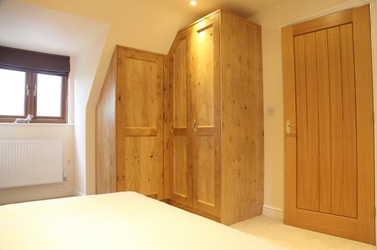 Hand crafted oak bedrooms bespoke bedroom furniture - Corner wardrobe design ...