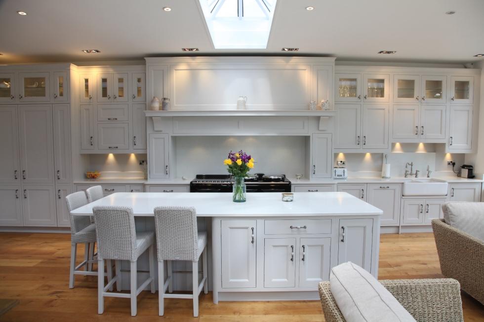 Elegant white hand painted kitchen bespoke kitchens for Classy white kitchens