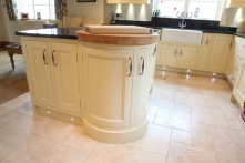 Iconic round island with 60mm thick solid oak worktop