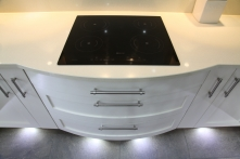 Induction hob with curved hob drawers