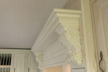 Detailed finishing on the mantle over the range