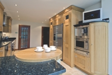 Curved unit with its integrated oak chopping boards