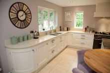 Curved cabinetry in Wimbourne White